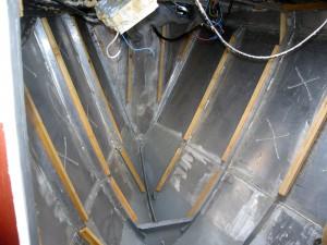 Vorschiff nach vollständiger Entkernung bis auf das nackte Aluminium