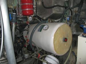 Motorraum beim Kauf mit 80 L Boiler